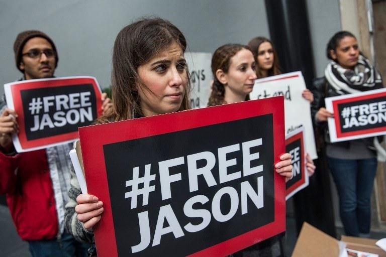 Jednym z uwolnionych jest Jason Rezaian, kórego uwięzienie wywołało fale protestów w USA /Andrew Burton / GETTY IMAGES NORTH AMERICA / AFP /AFP
