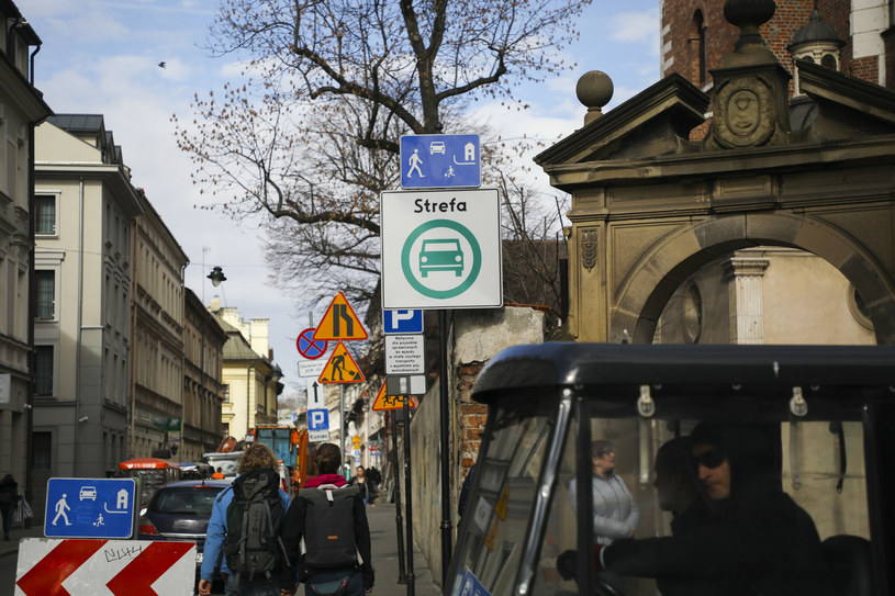 Jedyna w Polsce Strefa Czystego Transportu działała przez krótki czas na krakowskim Kazimierzu. Usunięto ją po licznych protestach. /Beata Zawrzel /Reporter