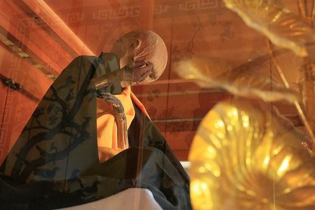 Jedynie 24 mnichom udało się przejść cały rytuał i dokonać automumifikacji /materiały prasowe