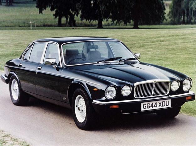 Jedyny rywal BMW w momencie debiutu 750i/iL. Niestety, był już przestarzały. Do 1993 r. zbudowano 10 tys. sztuk wersji 5.3 V12. /Jaguar