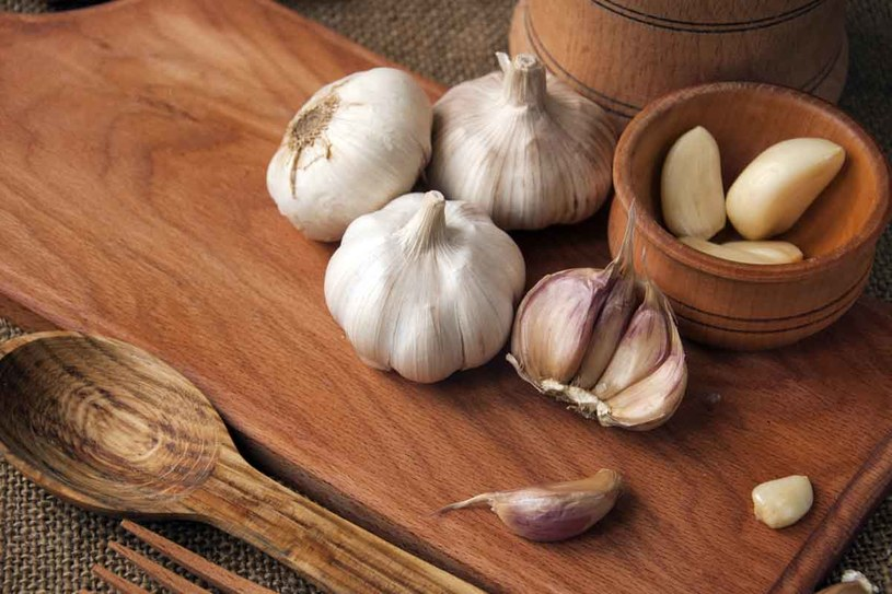 Jedz często czosnek, bo obniża ciśnienie i zapobiega odkładaniu się blaszek miażdżycowych /123RF/PICSEL