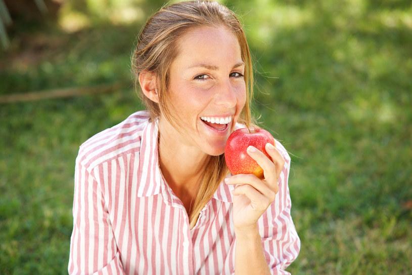 Jedz jabłka! /123RF/PICSEL