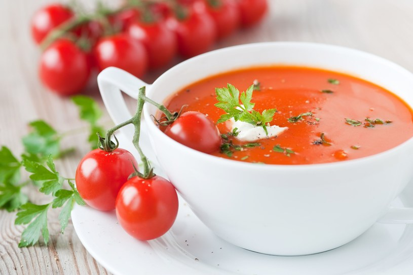 Jedz jak najczęściej zupy i pij ciepłe herbaty /123RF/PICSEL