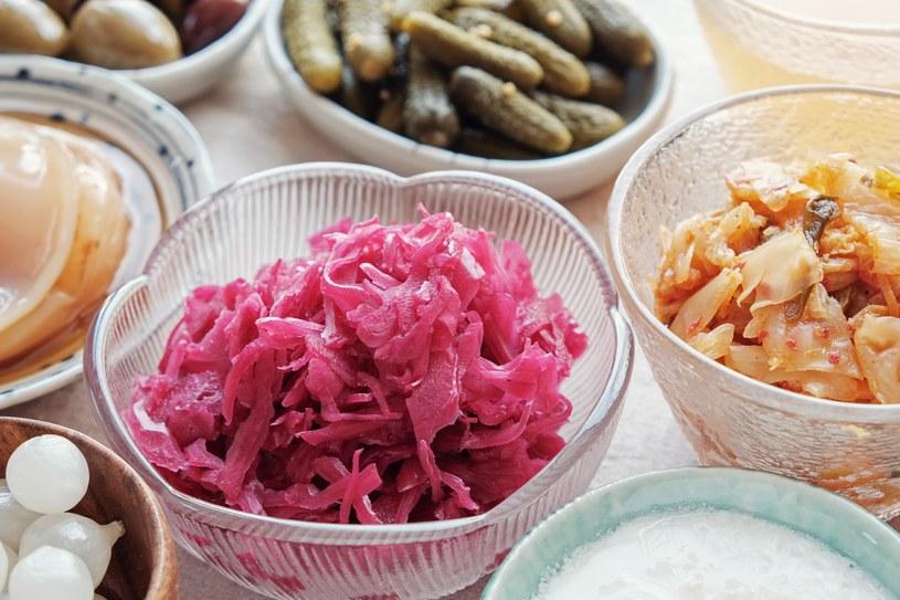 Jedz kiszonki i fermentowany nabiał, by wspomóc mikrobiom jelit /materiały promocyjne