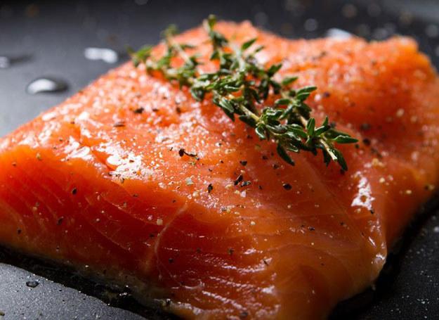 Jedz ryby dwa razy w tygodniu! /123RF/PICSEL