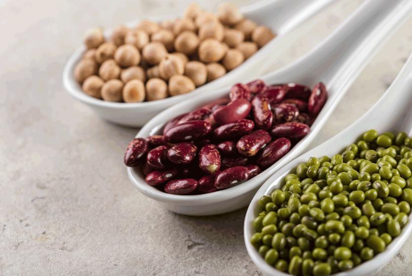 Jedz warzywa strączkowe /123RF/PICSEL