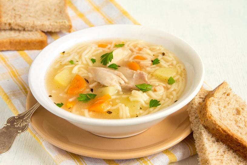 Jedząc obiad nie zapominaj o zupie /123RF/PICSEL