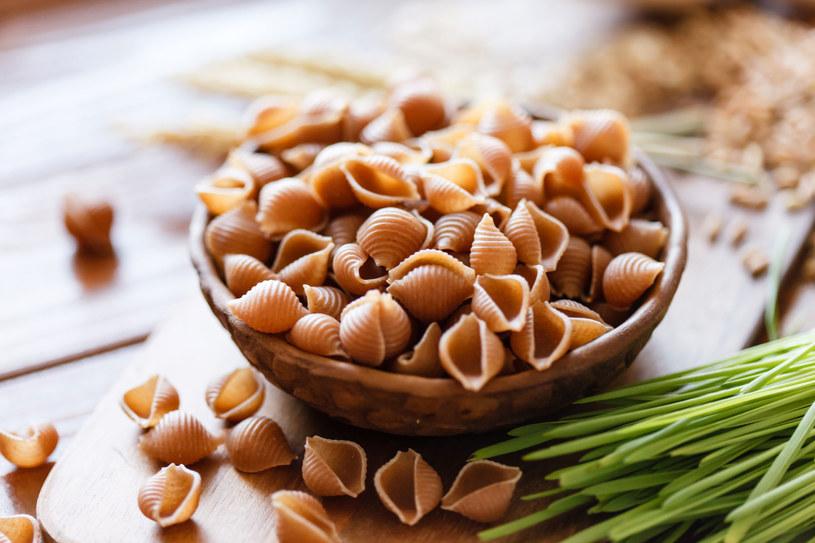 Jedzeni produktów pełnoziarnistych sprawia, że mamy więcej energii /123RF/PICSEL