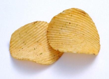 Jedzenie chipsów znacznie zwiększa ryzyko choroby serca /© Bauer