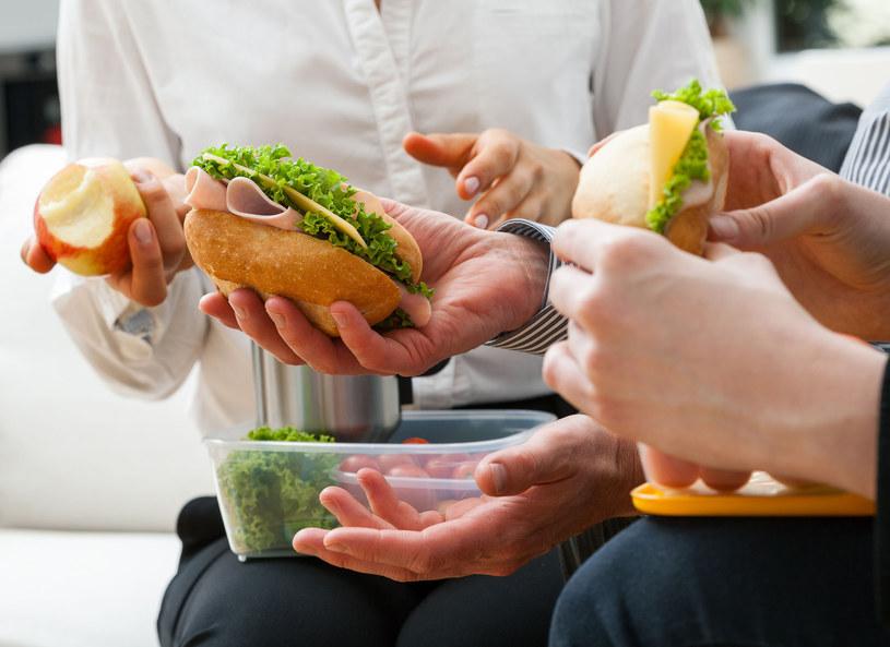 Jedzenie do pracy przygotuj w domu /123RF/PICSEL