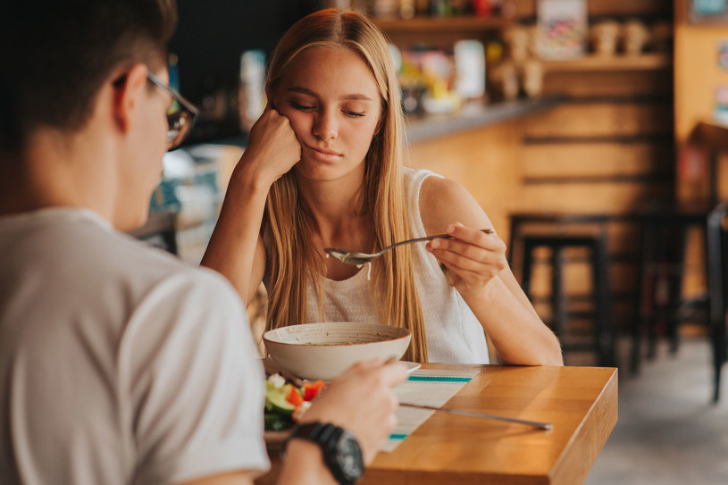 Jedzenie jest pozbawione smaku? To może oznaczać niedobór cynku /123RF/PICSEL