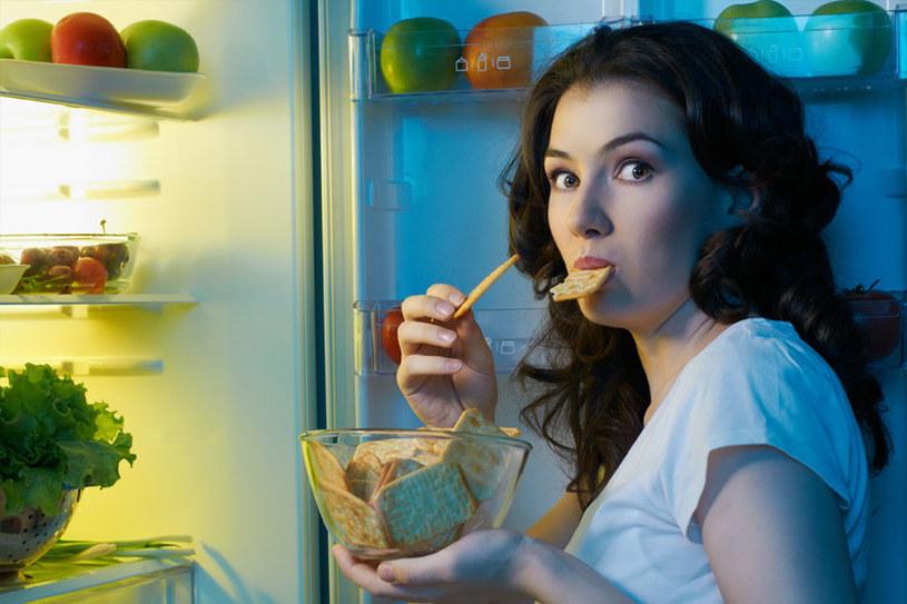 jedzenie przed okresem /© Photogenica