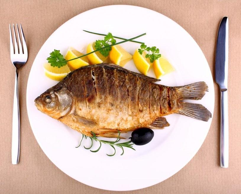 jedzenie ryb /© Photogenica
