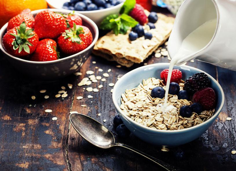 Jedzenie śniadań nie ma wpływu na masę ciała /123RF/PICSEL