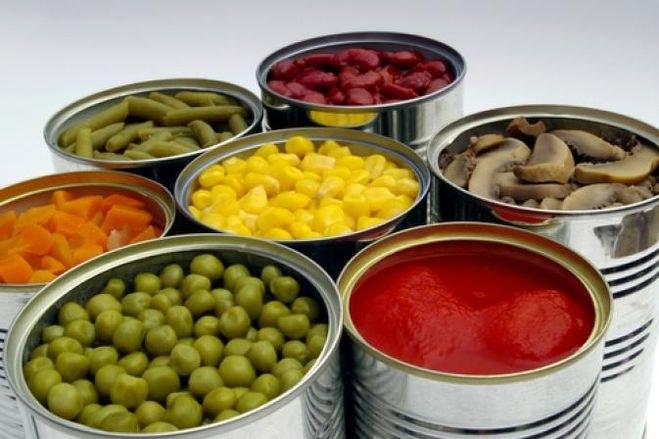 Jedzenie w puszkach szkodliwość /© Photogenica
