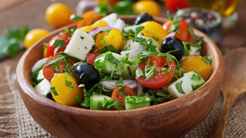 Jedzenie warzyw i owoców służy zdrowiu /123RF/PICSEL