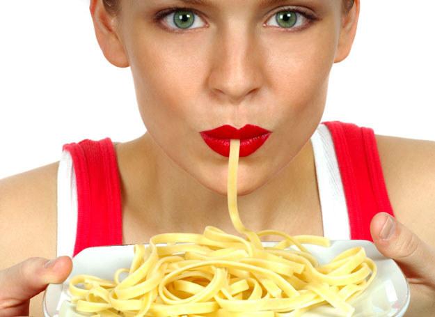 Jedzenie wpływa nie tylko na sylwetkę, ale i na zdrowie /123RF/PICSEL