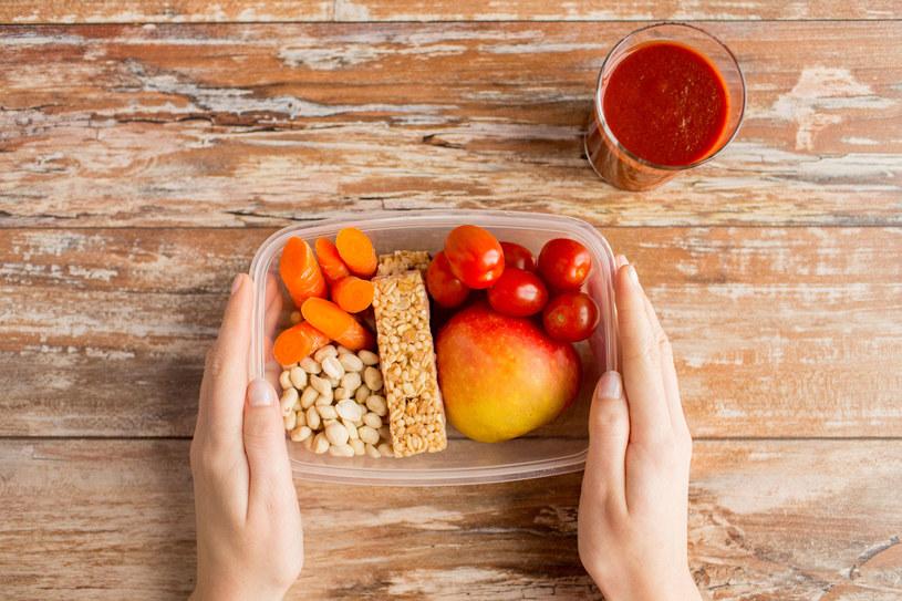 Jedzenie z pudełka naprawdę może smakować i estetycznie wyglądać! /123RF/PICSEL