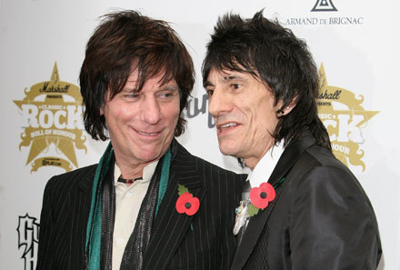 """Jeff Beck i Ronnie Wood podczas gali """"Classic Rock"""" fot. Tim Whitby /Getty Images/Flash Press Media"""