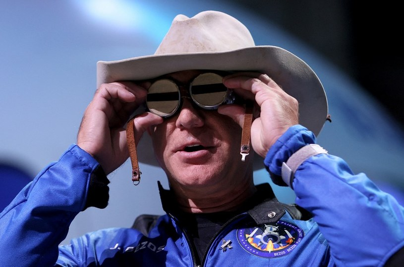 Jeff Bezos na konferencji podsumowującej udany lot Blue Origin /AFP