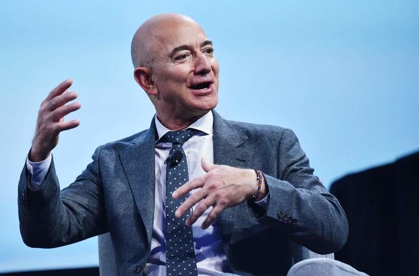 Jeff Bezos utrzymuje się na pierwszym miejscu listy najbogatszych ludzi świata /AFP
