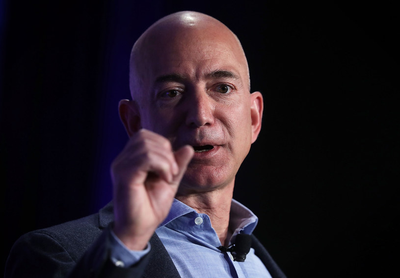 """Jeff Bezos, założyciel i prezes Amazona, najbogatszy człowiek świata """"Forbesa"""" /AFP"""
