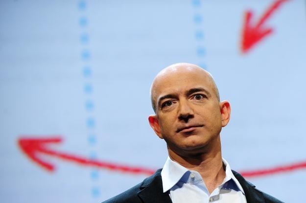 Jeff Bezos znalazł cenne fragmenty misji Apollo 11 /AFP