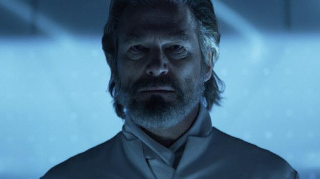 """Jeff Bridges w scenie z filmu """"Tron: Dziedzictwo"""" /materiały dystrybutora"""