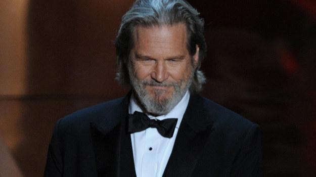 Jeff Bridges wręczył w tym roku Oscara Natalie Portman. Sam statuetki jednak nie dostał /materiały prasowe
