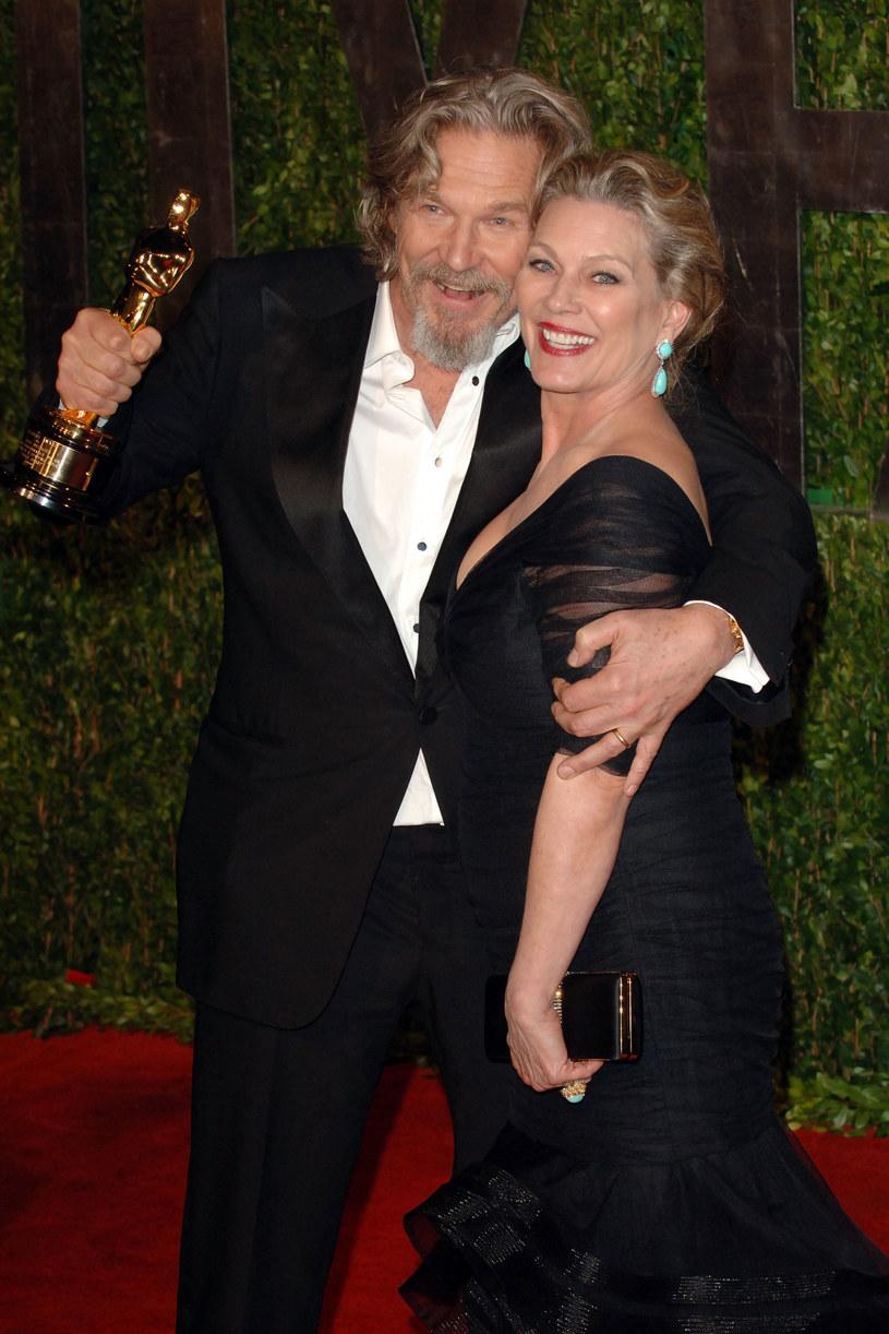 Jeff Bridges z żoną Susan Geston na rozdaniu Oscarów 2010 /Craig Barritt /Getty Images