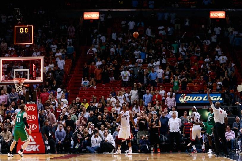 Jeff Green (z prawej) daje zwycięstwo Boston Celtics z Miami Heat /AFP