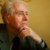 Jego książki są nagradzane i tłumaczone na wiele języków. Myśliwski powraca z nową powieścią