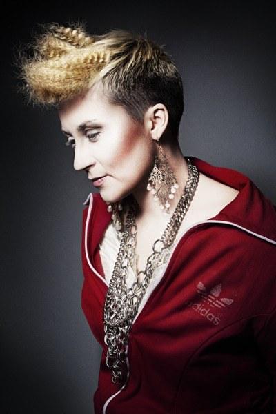Jej styl to połączenie dresu i odjechanej biżuterii. Tak czuje się najlepiej, kobieco i wygodnie  /Krzysztof Opaliński /materiały prasowe