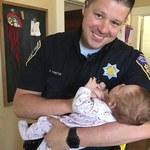 """""""Jej uśmiech to najlepsza rzecz na świecie"""". Policjant adoptował córeczkę bezdomnej narkomanki"""