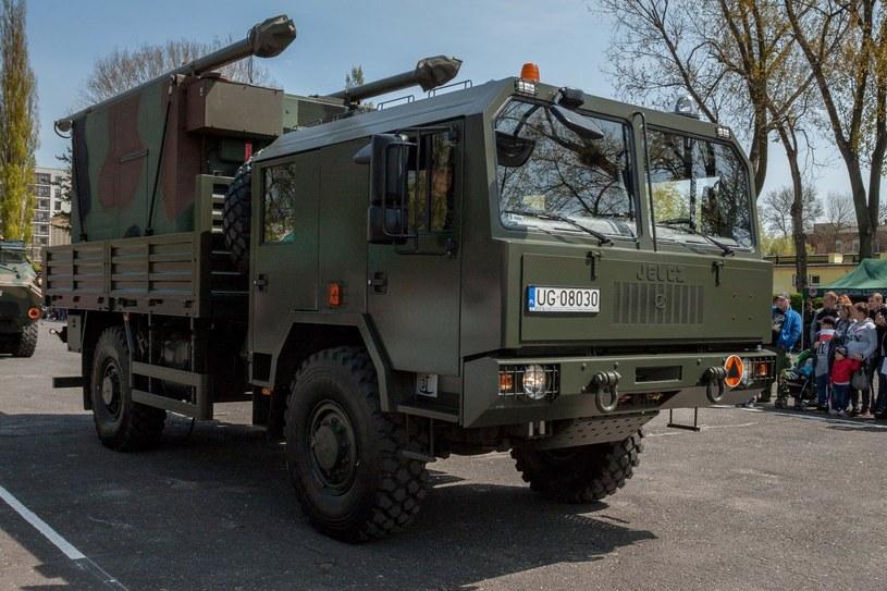 Jelcz produkuje kilka rodzajów pojazdów ciężarowych dla wojska /Marcin Jurkiewicz /East News