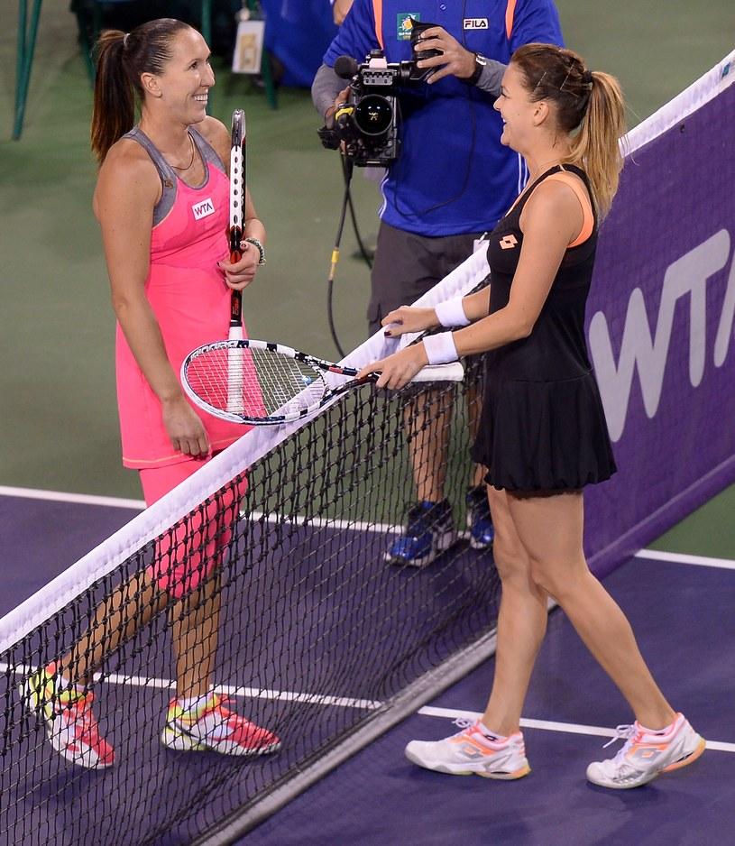 Jelena Janković i Agnieszka Radwańska dziękują sobie po meczu /AFP