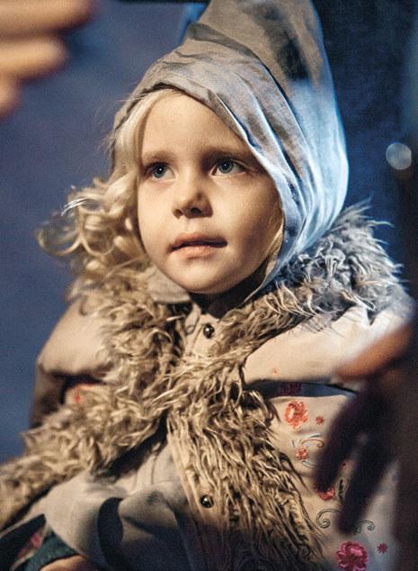 – Jelizawieta (Kondratiewa) okazała się wspaniałą, cudną dziewczynką. Ani razu nie marudziła na planie – mówi Joanna Moro o odtwórczyni roli Sophie /materiały prasowe
