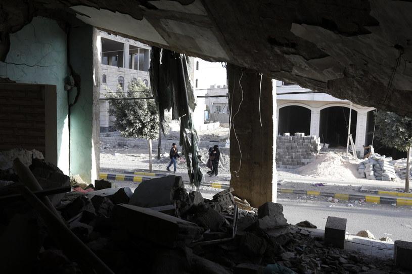 Jemen pogrążony jest w chaosie od 2011 roku, gdy społeczna rewolta położyła kres wieloletnim dyktatorskim rządom prezydenta Alego Abd Allaha Salaha /YAHYA ARHAB /PAP/EPA