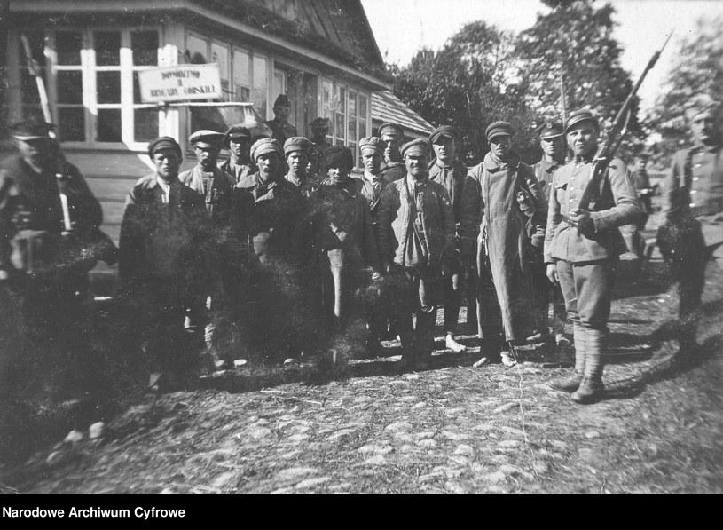 Jeńcy radzieccy, zdjęcie z roku 1920 /Z archiwum Narodowego Archiwum Cyfrowego