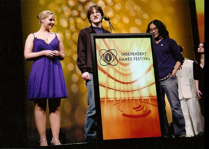 Jenna Sharpe, Alec Holowka i Derek Yu podczas Independent Games Festival w 2007 roku / źródło: Bit Blot /materiały źródłowe