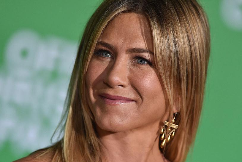 Jennifer Aniston dobrze wie, że ciemny blond to kolor idealny dla niej /Axelle/Bauer-Griffin / Contributor /Getty Images