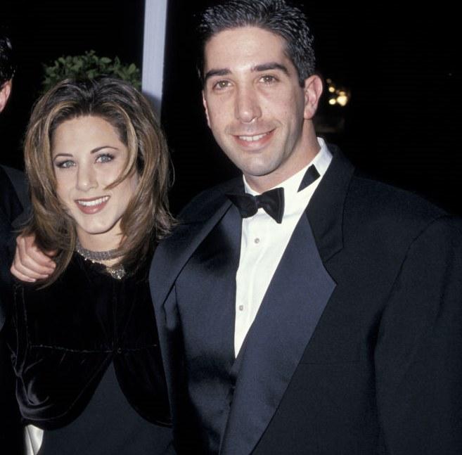 """Jennifer Aniston i David Schimmer podkochiwali się w sobie na planie """"Przyjaciół'! /Jim Smeal/Ron Galella Collection /Getty Images"""