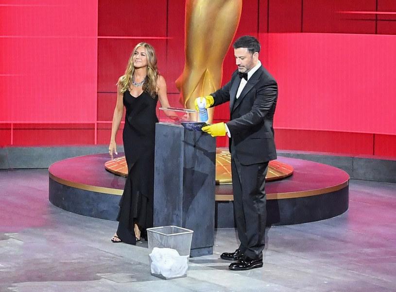 Jennifer Aniston wystąpiła w klasycznej czarnej sukni vintage od Christiana Diora /Rex Features /East News