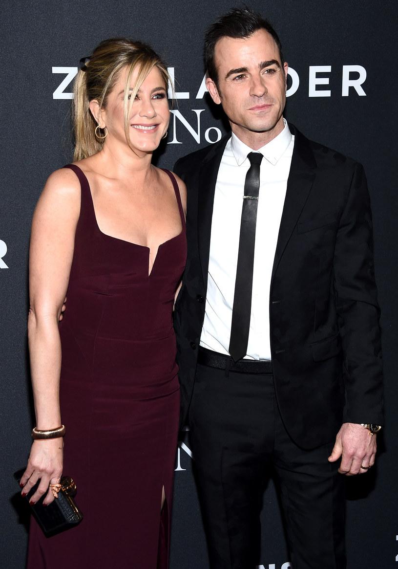 Jennifer Aniston z mężem Justinem Therouxem /Dimitrios Kambouris /Getty Images
