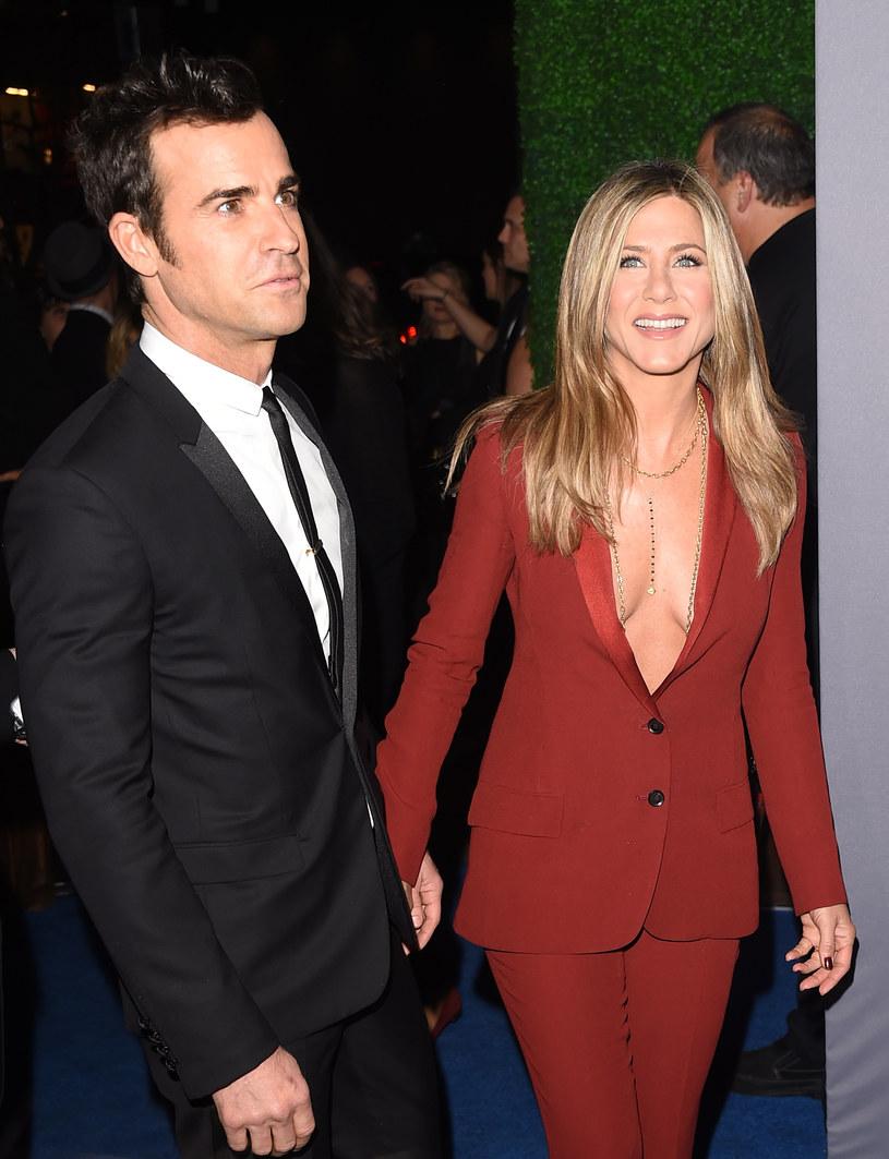 Jennifer Aniston z narzeczonym Justinem Therouxem /Jason Merritt /Getty Images