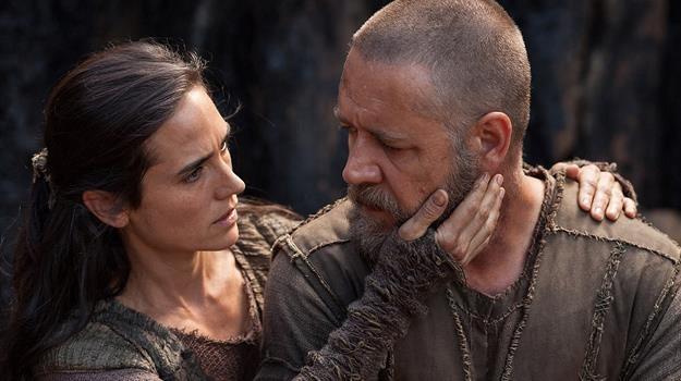 """Jennifer Connelly i Russell Crowe w scenie z filmu """"Noe. Wybrany przez Boga"""" /materiały prasowe"""