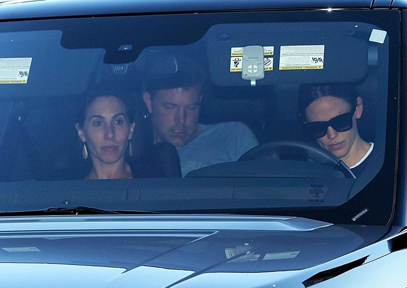 Jennifer Garner wiezie Bena Afflecka na odwyk /East News /East News