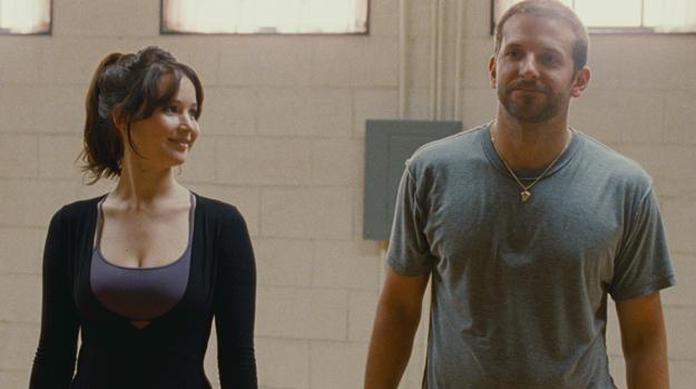"""Jennifer Lawrence i Bradley Cooper w scenie z filmu """"Poradnik pozytywnego myślenia"""" /materiały dystrybutora"""