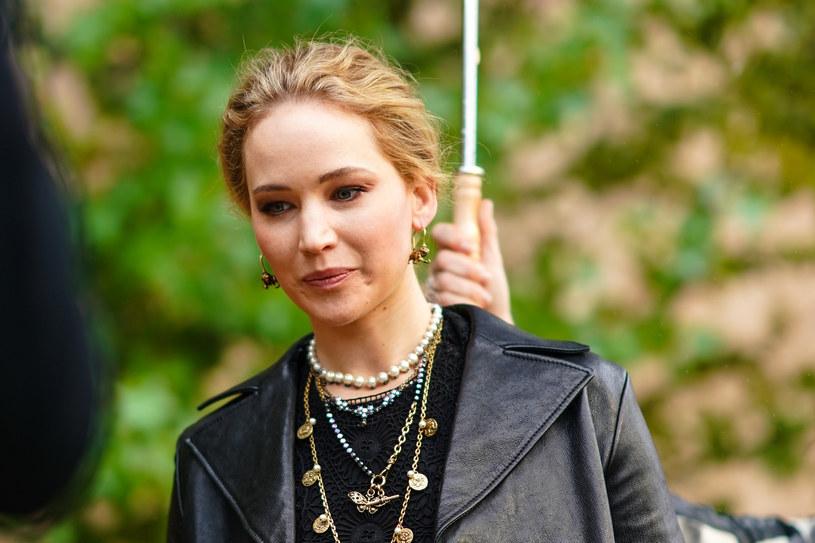 Jennifer Lawrence nie odniosła się jeszcze do tragedii, jaka spotkała jej rodzinę /Edward Berthelot /Getty Images