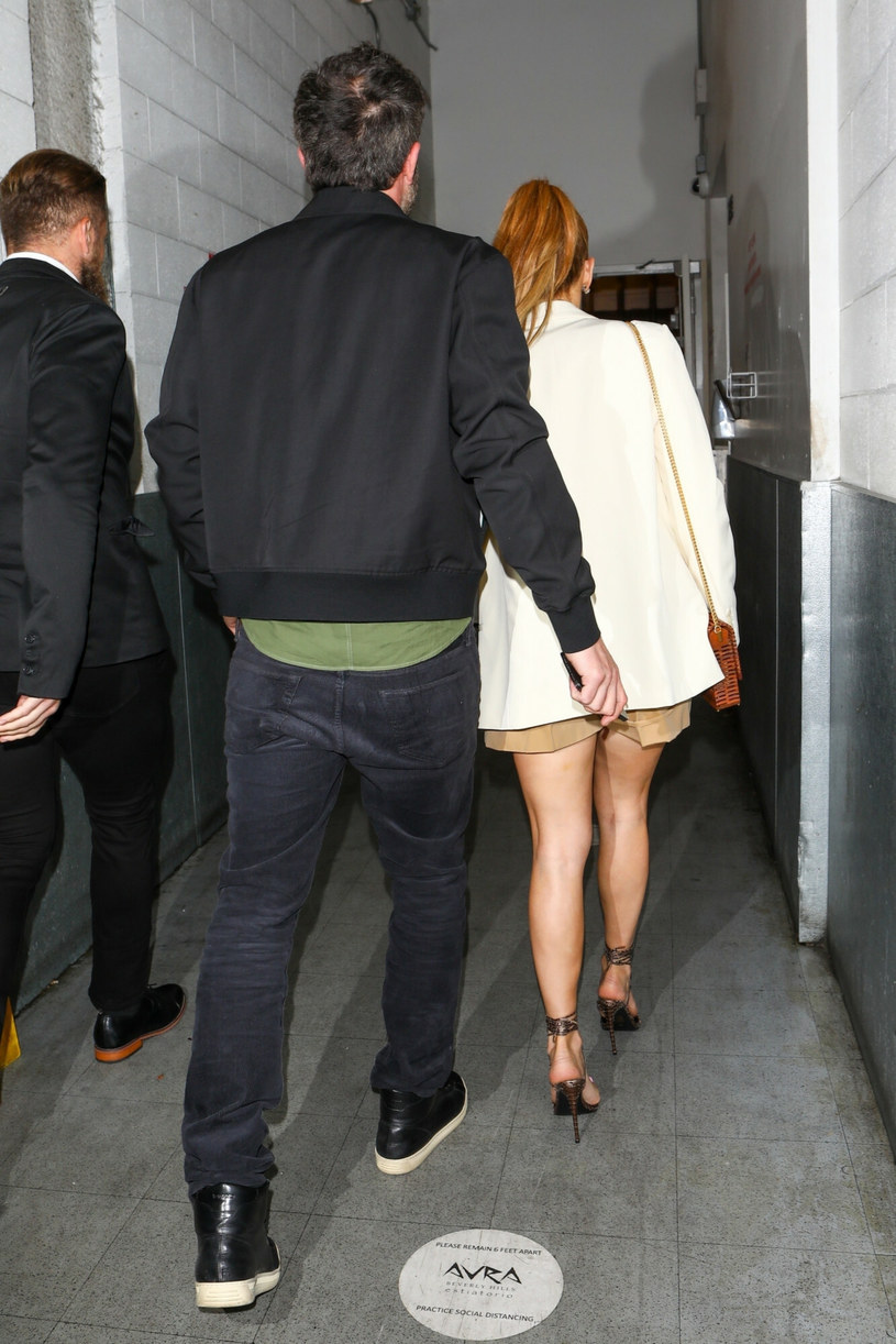 Jennifer Lopez i Ben Affleck w drodze na kolację /BACKGRID /East News